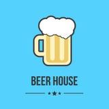 Verre de bière d'isolement sur le fond bleu illustration libre de droits