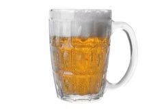 Verre de bière glacée d'isolement sur le fond blanc photographie stock libre de droits