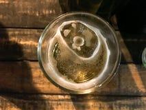 Verre de bière pris du coin supérieur image stock