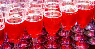 Verre de bienvenue de cocktail de vin à un dîner de gala d'entreprise images libres de droits