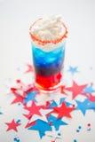 Verre de boisson sur la partie américaine de Jour de la Déclaration d'Indépendance Photographie stock