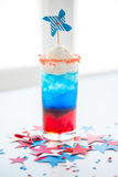 Verre de boisson sur la partie américaine de Jour de la Déclaration d'Indépendance Photo stock
