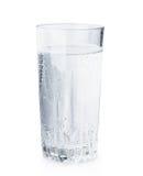 Verre de bulles de l'eau minérale Images libres de droits