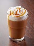 Verre de café de latte de caramel photos libres de droits