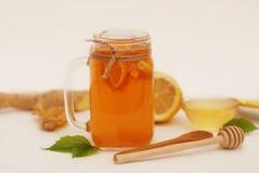 Verre de clip D de thé de fruit Gingembre, citron et miel Concept de nourriture biologique Boisson saine images stock