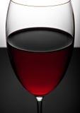 Verre de fin de vin rouge vers le haut de la photographie Photo stock