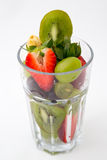 Verre de fruits sur le fond blanc Photo libre de droits
