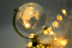 Verre de globe de bokeh d'or de lumières Photo libre de droits