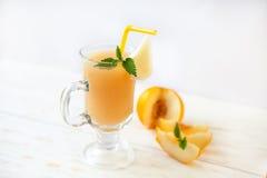 Verre de jus délicieux de melon Photos stock
