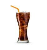 Verre de kola avec de la glace sur le fond blanc Photos stock
