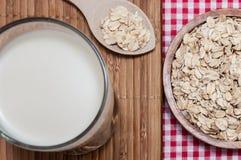 Verre de lait et d'avoine Photographie stock