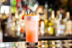 Verre de plan rapproché de cocktail frais de l'AMI tai à la barre de fête Photos stock