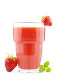 Verre de smoothie de fraise Photographie stock libre de droits
