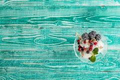 Verre de sorbet avec la crème glacée  Photo stock