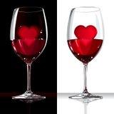 Verre de vin avec le rouge et le coeur à l'intérieur Photos stock