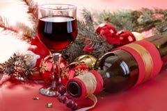 Verre de vin et bouteille de vin Photo stock