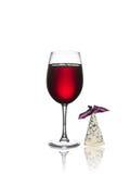 Verre de vin et de fromage d'isolement Photographie stock