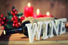Verre de vin modifié la tonalité de lettre en bois Photo libre de droits