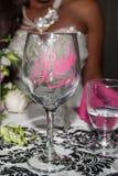 Verre de vin pour la jeune mariée Photo stock