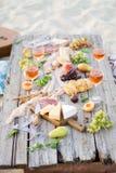 Verre de vin rosé sur la table de pique-nique Photos libres de droits