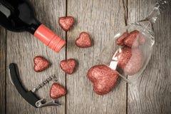 Verre de vin, tire-bouchon et vin Photo libre de droits