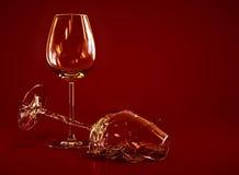 Verre de vin vide cassé Photo stock