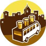 Verre de vol de bière sur Van Buildings Circle Retro Photos libres de droits