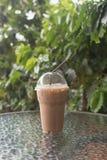 Verre en plastique de moka de café de glace Photographie stock libre de droits