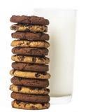 Verre et biscuits de lait Images libres de droits