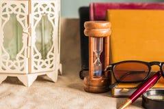Verre et fournitures scolaires Photographie stock