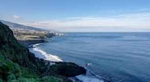 Verre mening over de kust van Tenerife stock foto's