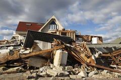 Vernietigd strandhuis in de nasleep van Orkaan Zandig in Verre Rockaway, NY Stock Afbeeldingen