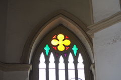 Verre souillé dans les églises chrétiennes pluricentenaires Image stock