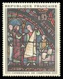 Verre souillé de cathédrale de Chartres photos stock