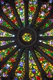 Verre souillé magnifique dans la basilique de Quito Photos stock