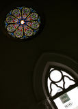 Verre souillé rond dans l'église historique, Singapour Photographie stock libre de droits