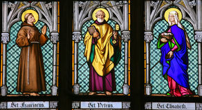 Verre souillé - saints Francis, Peter et Elisabeth photos stock