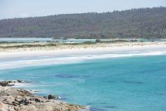 Verre strandbaai van Branden Tasmanige royalty-vrije stock afbeeldingen