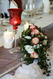 Verre, sucreries et fleurs Photographie stock libre de droits