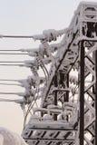 Verre sur la ligne électrique Isolateur des lignes à haute tension électriques Images stock