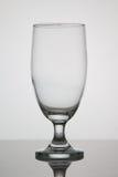 Verre vide de bière sur le fond blanc photographie stock