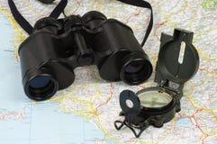 Verrekijkers, kompas en kaart Royalty-vrije Stock Fotografie