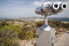Verrekijkers om het panorama van La Maddalena te zien - S Royalty-vrije Stock Afbeeldingen