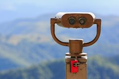 Verrekijkers op een het bekijken platform voor het waarnemen van flora, fauna stock foto