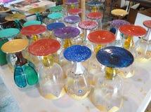 Verrerie antique, verrerie colorée, verres de vin, couleurs décoratives Images stock