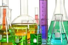 Verrerie de laboratoire avec des liquides Photographie stock
