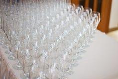 Verres à vin avant espace libre et cristal de fourchette Images libres de droits