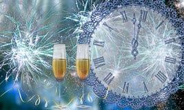 Verres avec le champagne contre des feux d'artifice et des heures illustration de vecteur