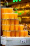 Verres avec le jus d'orange frais Image libre de droits
