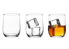 Verres avec les glaçons de whiskey et et le verre vide Images libres de droits